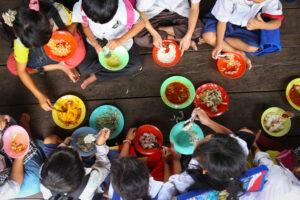 Novo relatório da GCNF identifica que programas de alimentação escolar impulsionam crescimento socioeconômico